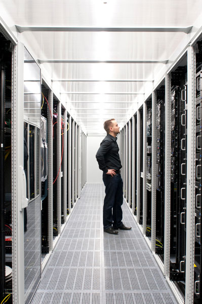 Managed Server / Hosting RRZ Datacenter IT-Operations and Infrastructure