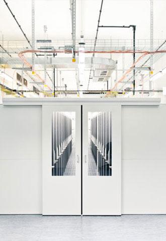 Kaltgangeinhausung der Rackinfrastruktur für optimale Kühlleistung